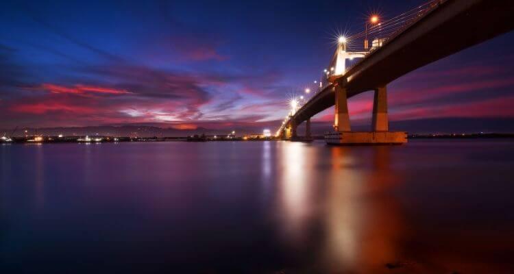 Cebu-Mactan-Brücke-bei-Nacht